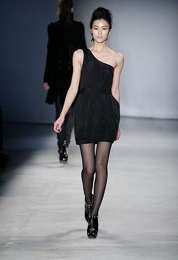 Sienna Miller presenta la colección otoño invierno de Twenty8Twelve 2