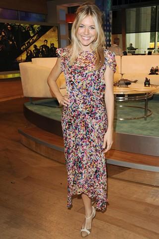 Sienna Miller de Yves Saint Laurent 2