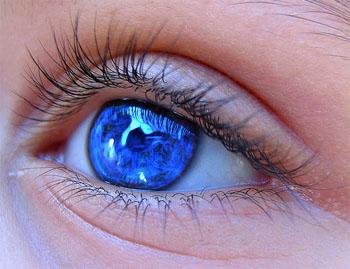 Cómo eliminar las bolsas de los ojos 3