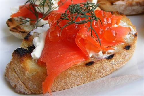 A media mañana: Tostadas de salmón ahumado 3
