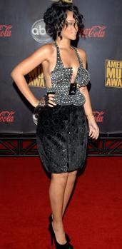 Zoe Saldana lidera la lista de las mejores vestidas del 2010 por la revista People 3