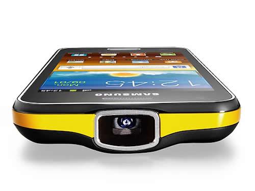 Samsung presenta un smartphone que se transforma en minicine 1