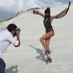 Fotos Candice Swanepoel en bikini Elle Brazil 7