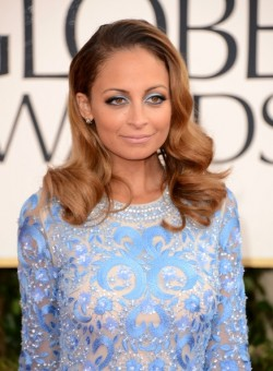 2013-Golden-Globe-Awards-Red-Carpet-Hairstyles-and-Makeup-Trends-3