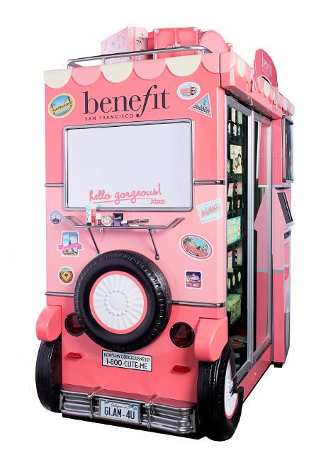 Benefit Cosmetics presenta sus máquinas expendedoras de maquillaje 2