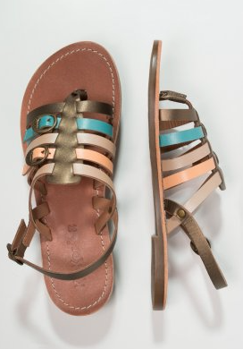 sandalias con tiras de colores para el día a día