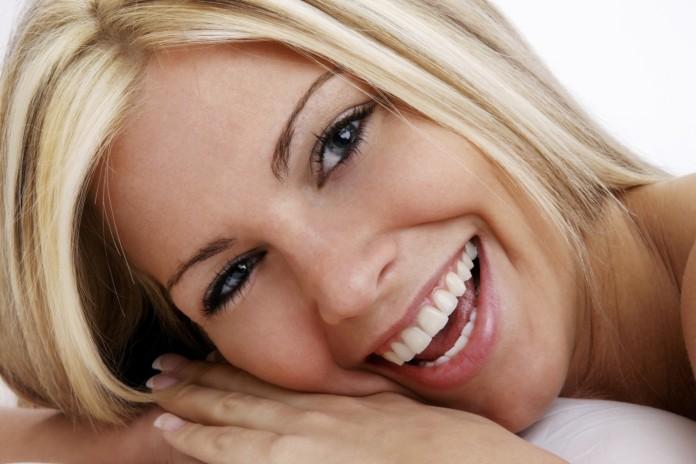 Cómo blanquear los dientes con productos naturales 2