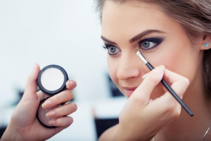 Cómo maquillarse los ojos correctamente ¡pruébalo! 2