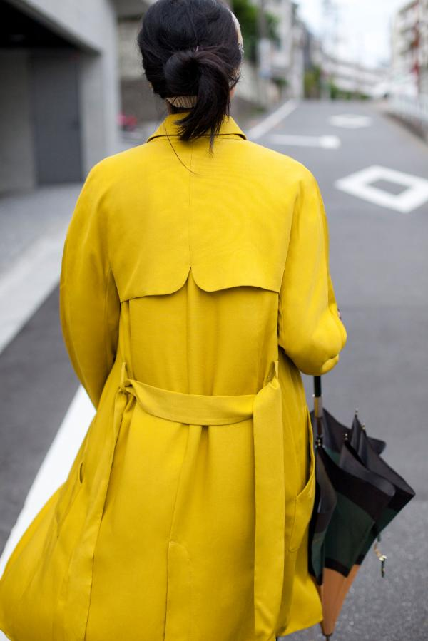 look moda 2014 otoño zara  (trench amarillo)