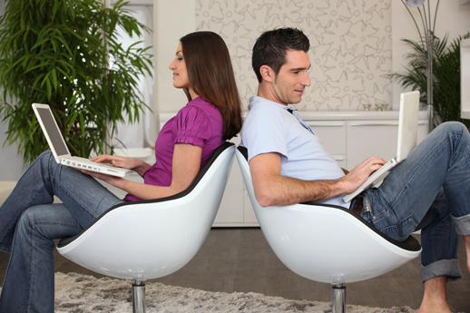 redes-sociales-pareja