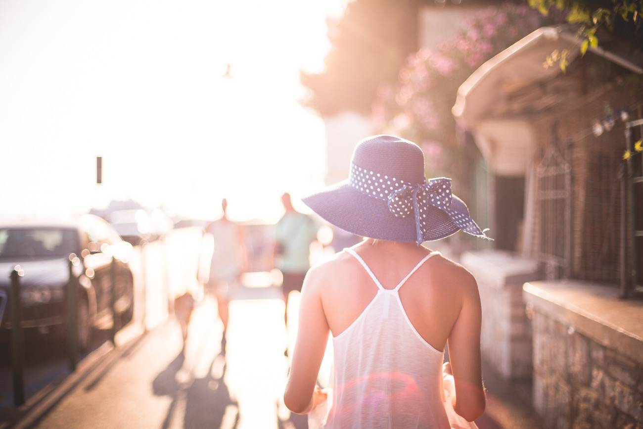 mujer de compras - picjumbo