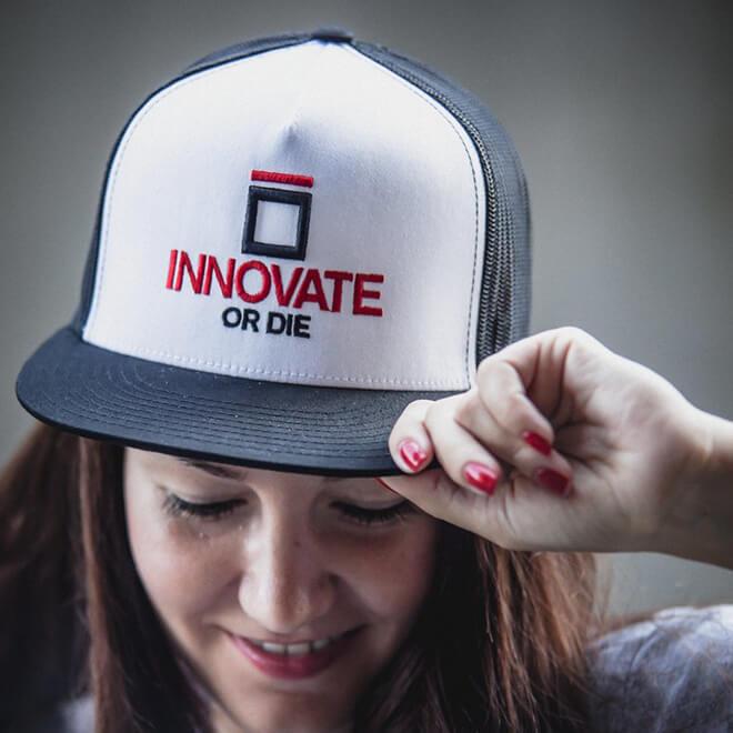 Da rienda suelta a tu imaginación y diseña tus propias gorras personalizadas 3