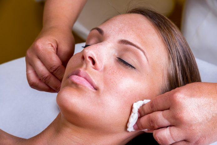 ¿Qué es el peeling químico? Beneficios que ofrece este tratamiento 3