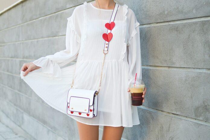 ¿Cómo dar un toque de alegría y color a tus outfits de verano? 4