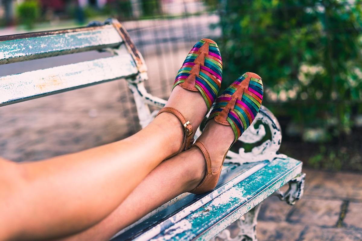 ¿Cómo dar un toque de alegría y color a tus outfits de verano? 2